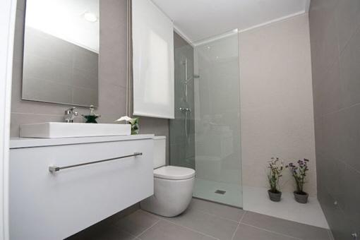 Badezimmer Einrichten Sandsteinoptik ~ Raum Haus Mit Interessanten ... Badezimmer Einrichten Sandsteinoptik