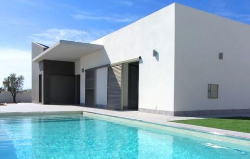 Exklusive Neubau-Villa mit Privatpool