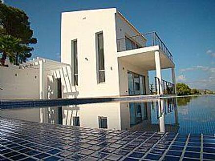 Attraktive villa mit herrlichem panoramablick in j vea for Moderne architektur villa