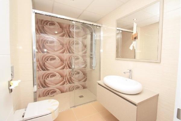 Eines der exquisiten Badezimmer im edelen Design