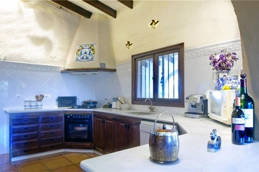 Eine der großen, hellen Küchen