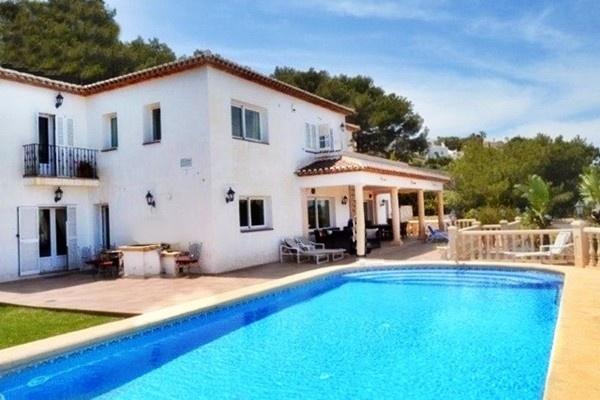 Spektakuläre Villa in Javea mit traumhaften Meerblick und gepflegtem Pool