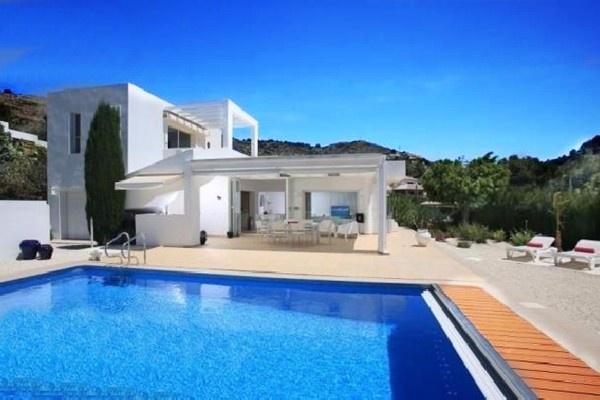 Traumhafte Villa mit paradiesischem Garten und wundervollem Interieur
