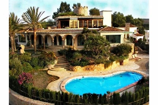 Traumhafte Villa in Denia mit atemberaubendem Blick auf das Meer