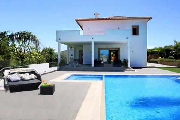 Imposante Villa in Jávea in traumhafter Lage und mit großem Pool