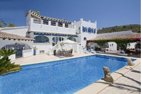 Märchenhafte Villa in Moraira mit paradiesischem Ausblick auf das Meer und großem Pool