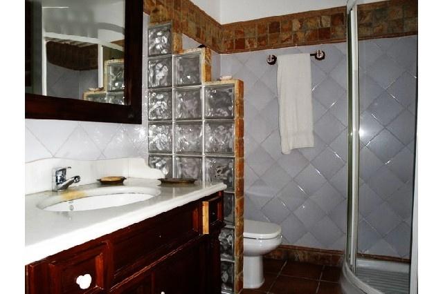 Eines der stilvollen Badezimmer