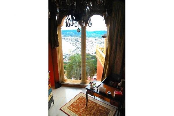 Exquisites Arbeitszimmer mit bodentiefen Fenstern