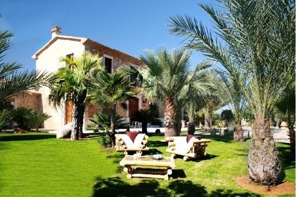 Luxuriöse Villa im spanischen Stil, mit paradiesischem Garten in traumhafter Lage
