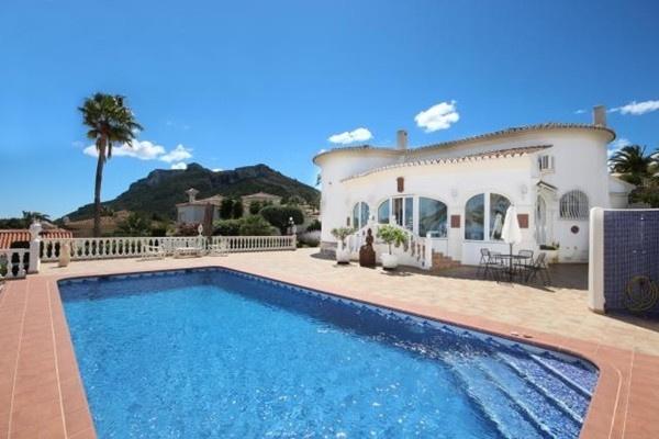 Luxuriöse Villa mit märchenhaften Ausblick auf das Meer in sehr beliebter Wohnlage