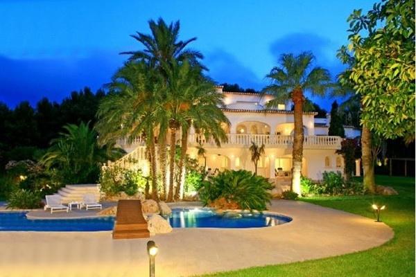 Paradiesische Luxusvilla in 1. Meereslinie mit...