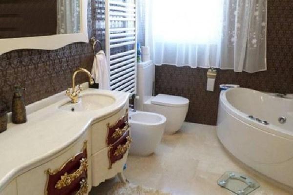 Eines der noblen Badezimmer en Suit