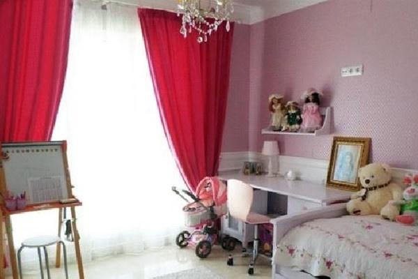 Gemütliches Kinderzimmer mit direktem Zugang zur Terrasse