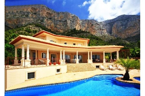 luxusvilla in j vea kaufen mit gro er pool landschaft in. Black Bedroom Furniture Sets. Home Design Ideas