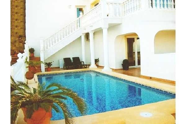 Stilvolle Villa mit imposanten Meerblick und traumhaften Interieur