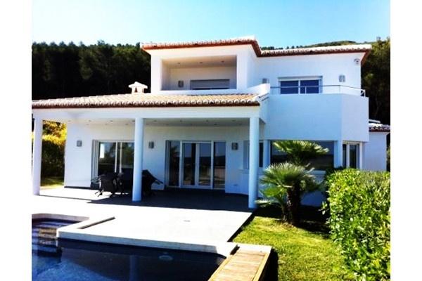 Eindrucksvolle Villa mit paradiesischem Meerblick und großem Pool