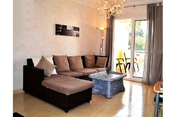 Sehr moderne Wohnung in Strandnähe mit wunderschönem Balkon und Pool