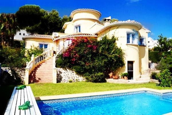 Stilvolle Villa mit paradiesisch angelegtem Garten