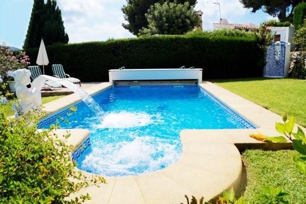 Villa in Moraira kaufen mit traumhaften Garten und großen Pool