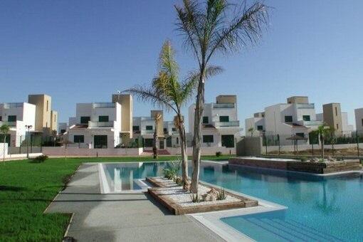 Herrliche Doppelhaushälfte in schöner Anlage mit Pool und Meerblick