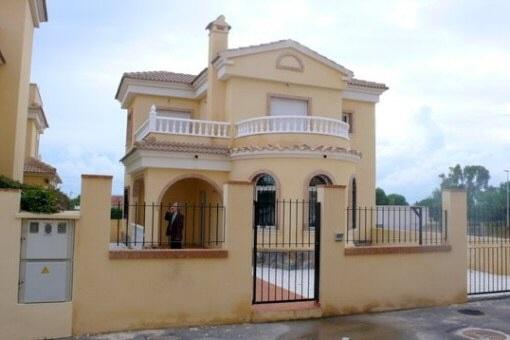 Zauberhafte Villa im spanischen Stil mit Gemeinschaftspool