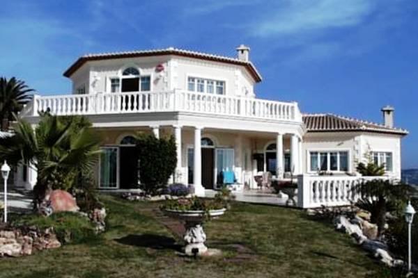 Große Villa mit Meerblick und Pool