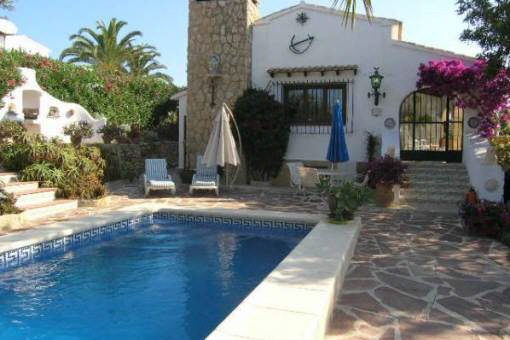 Verträumte Villa mit Pool und herrlichem Garten