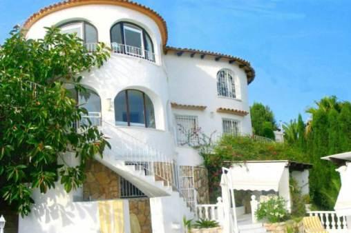Schicke Villa mit beeindruckender Aussicht auf Meer und Landschaft