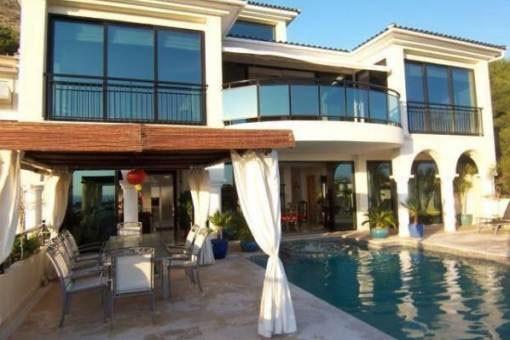 Erstklassige Luxusvilla mit sensationellem Blick auf die Bucht von Altea