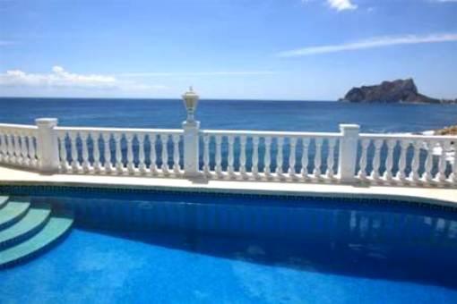 Klassische Villa mit Pool und tollem Meerblick