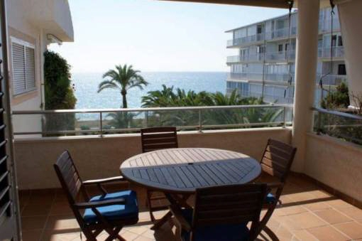 Schönes Apartment mit großem Balkon und Meerblick