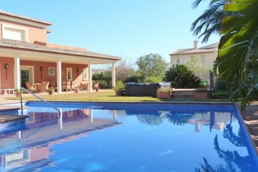 Villa in Javea - Großzügiger Poolbereich