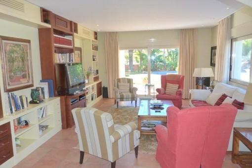 Villa in Javea - Große und farbige Wohnzimmer