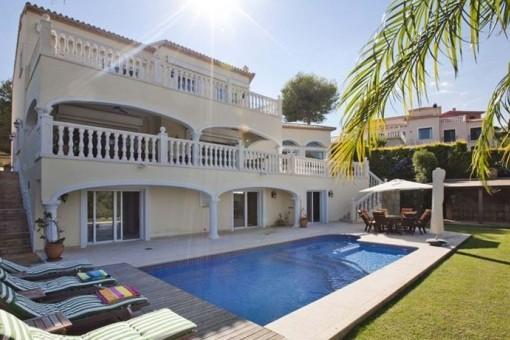 Exklusive Villa mit sonnenverwöhntem Garten