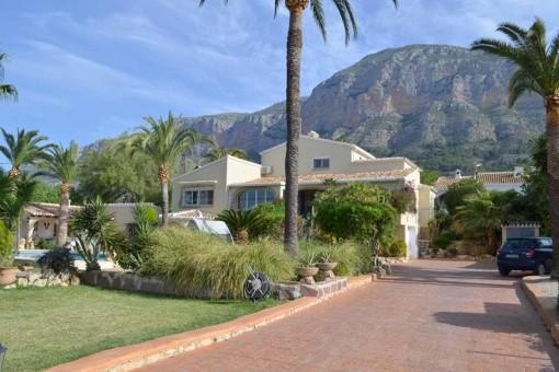 Großzügige Villa auf Parkänlichem Grundstück, direkt im Naturpark Montgo