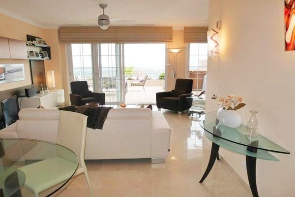 Luxuriöses Penthouse Apartment mit herrlichem Ausblick auf das Meer und großer Terrasse