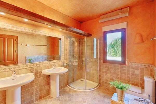 Eines der noblen Badezimmer