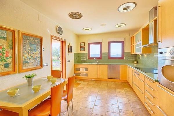Die stilvolle, helle Küche