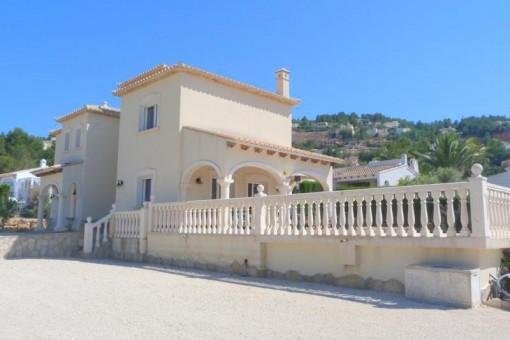 Traumhafte Villa auf großzügigem Grundstück