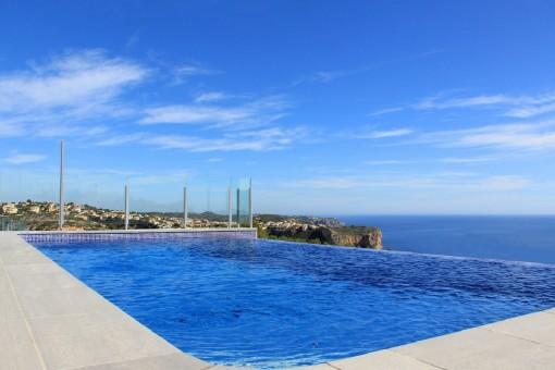 Außergewöhnliche Villa mit Infinity Pool und Panorama-Meerblick in Cumbre del Sol, Alicante