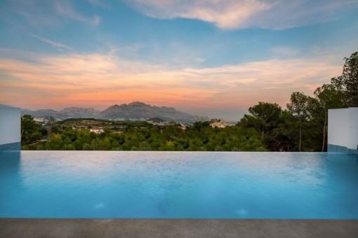 Neue freistehende Villa mit Meerblick in Alicante