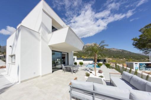 Neue freistehende Villa mit Pool und Panoramablick in Alicante