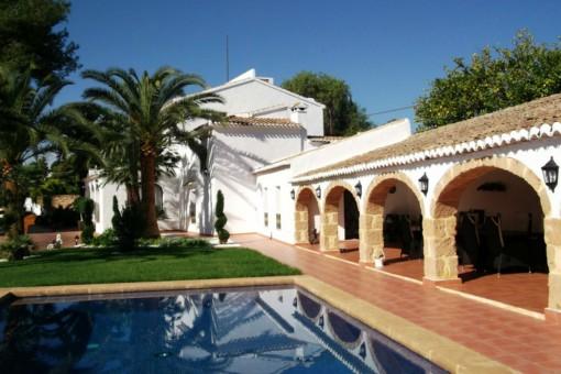 Einzigartige Villa im spanischen Stil mit Pool im Herzen von Jávea, Alicante