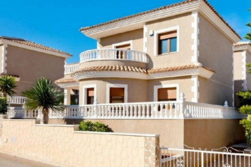 Geschmackvolle, freistehende Villa mit Meerblick in Torrevieja, Alicante