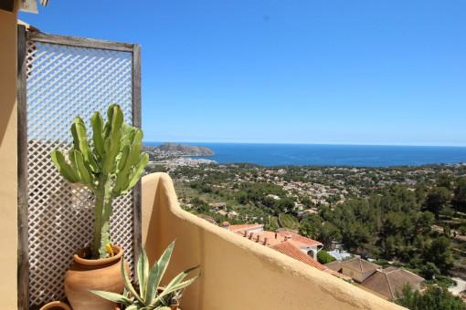 Charmantes Stadthaus mit herrlichem Meerblick in Moraira, Alicante