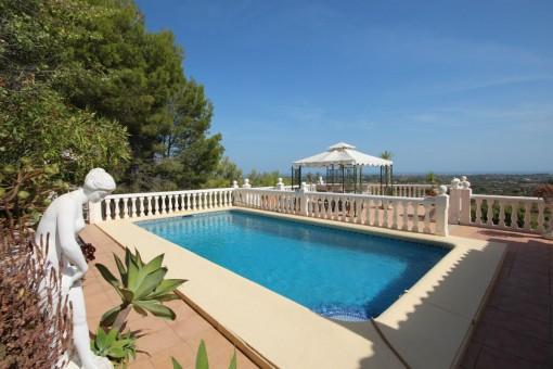 Gepflegte Villa mit Pool und herrlichem Blick auf das Mittelmeer und Golfplatz in La Sella, Alicante