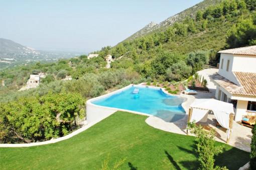 Wunderschöne Villa mit Gästehaus und Infinity Pool in Adsubia, Alicante