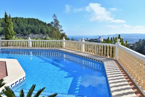 Luxusvilla mit Pool und atemberaubender Aussicht in Jávea, Alicante