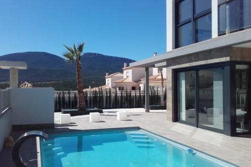 Neubau-Villa in modernem Design mit Pool in Castalla, Alicante