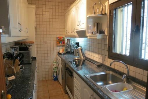 Weitere voll ausgestattete Küche